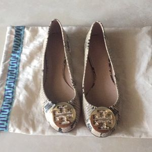 New Tory Burch python flats with gold size 8.5